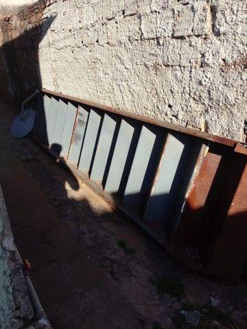 Escada de patamar com pé direito .