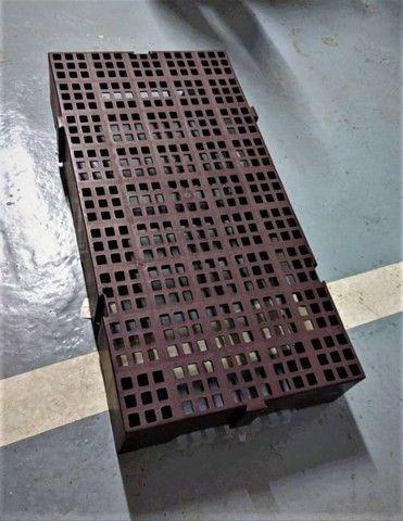 Estrado Pallet Plástico 41x82cm Encaixável (14uni) - Foto 2