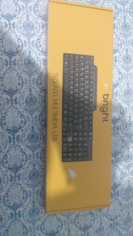 Kit teclado e mouse semi novo usado poucas vezes