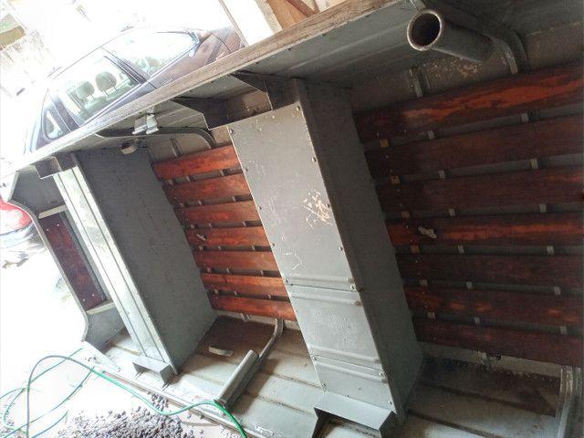 Barco de alumínio 5 metro e meio com motor seme novo - Foto 2