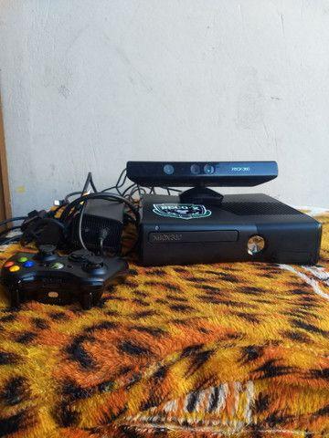 XBOX 360 DESBLOQUEADO COM 1 CONTROLE  1 KINECT  - Foto 4