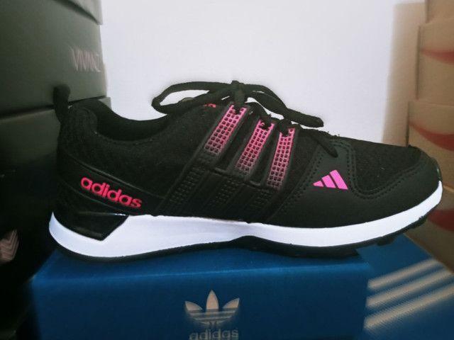 Tenis adidas feminino preto com rosa barato  - Foto 3