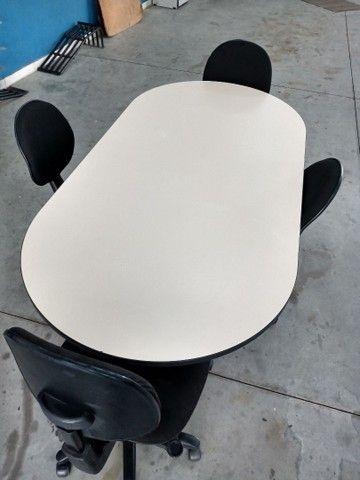 Bancada de trabalho / mesa de reunião com 4 cadeiras - Foto 2
