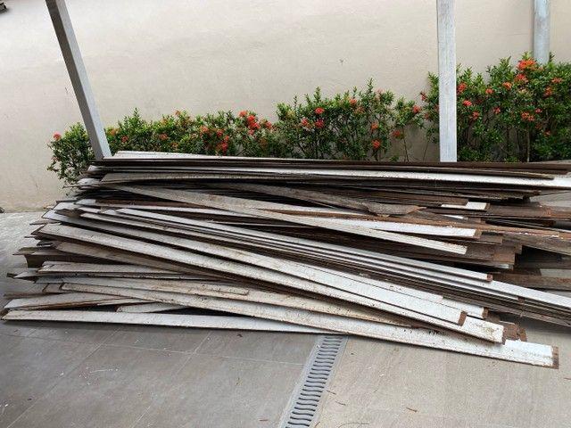 Vendo aproximadamente 100 metros quadrados de forro em madeira em bom estado -Angelim  - Foto 3