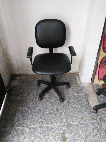 Vendo cadeira de escritorio ciminova - Foto 2