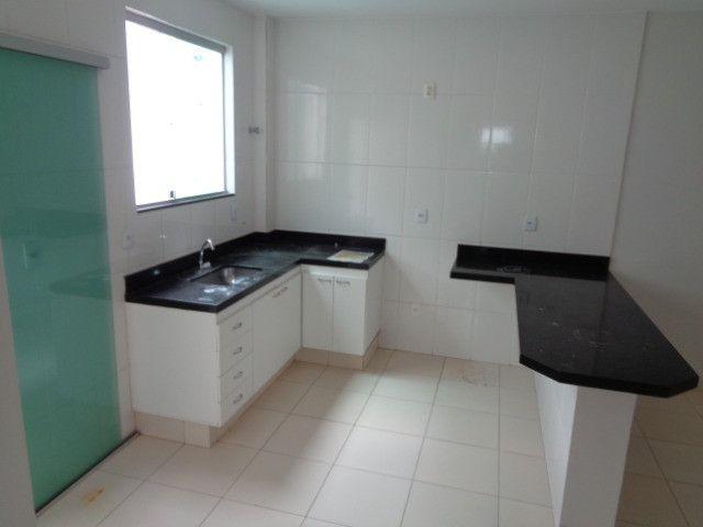 Apartamento com 2 quartos, 60 m², aluguel por R$ 900/mês - Foto 3