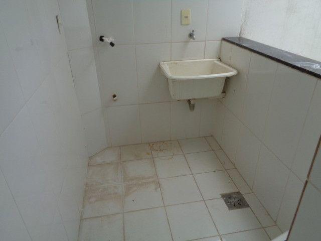 Apartamento com 2 quartos, 60 m², aluguel por R$ 900/mês - Foto 8