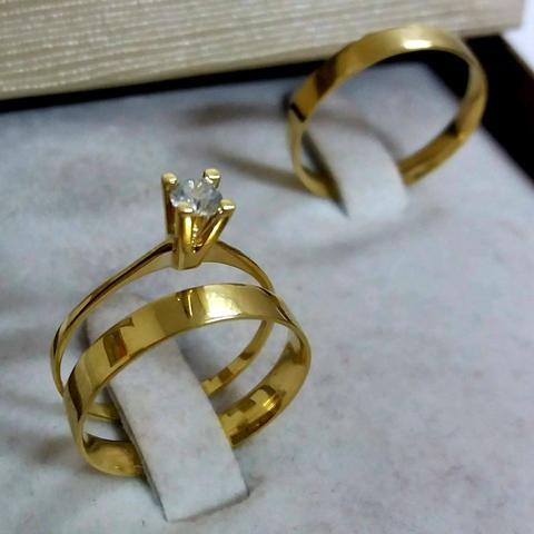 5e5e800ee69 Par de alianças com anel solitário em ouro 18k - Bijouterias ...
