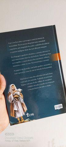 VENDO LIVRO (Vida de Jesus) Capa dura (novo!) Com um livro adicional de brinde - Foto 3