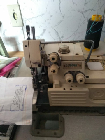 Vendo maquinas de costura industriais.