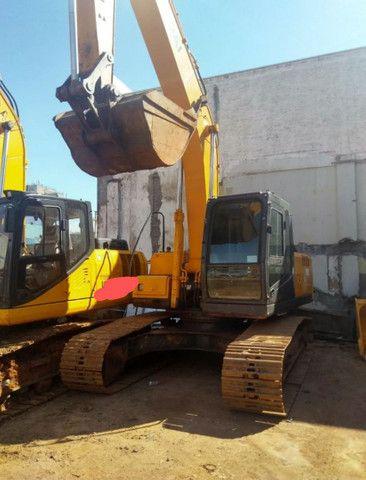 Vendo Escavadeira Hyundai 210LC7 - A VISTA OU PARCELADO  - Foto 3