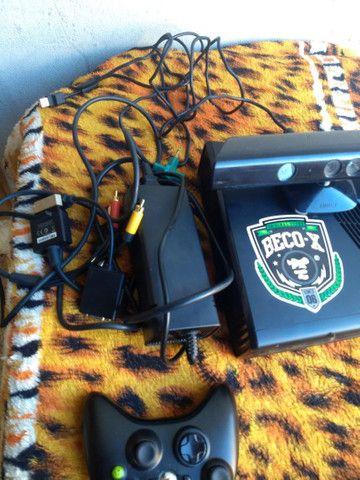 XBOX 360 DESBLOQUEADO COM 1 CONTROLE  1 KINECT