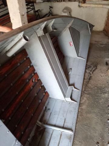 Barco de alumínio 5 metro e meio com motor seme novo - Foto 4