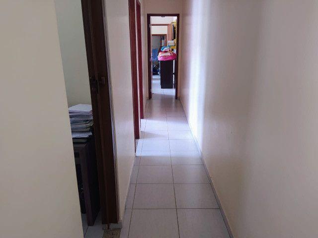 Vende-se excelente casa no Bairro Candelária com bom terreno - Foto 6