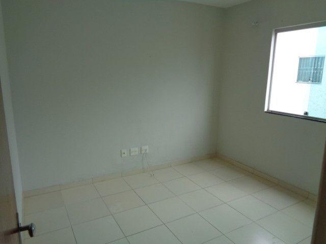 Apartamento com 2 quartos, 60 m², aluguel por R$ 900/mês - Foto 4