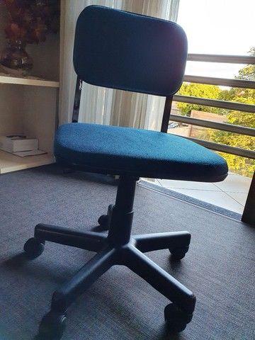 Cadeira giratória azul - Foto 3