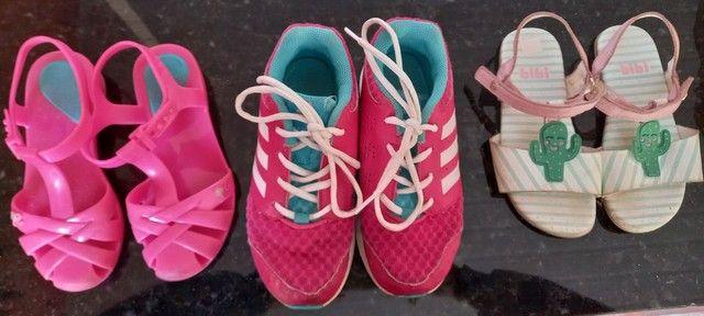 Kit 2 sandálias e 1 tênis
