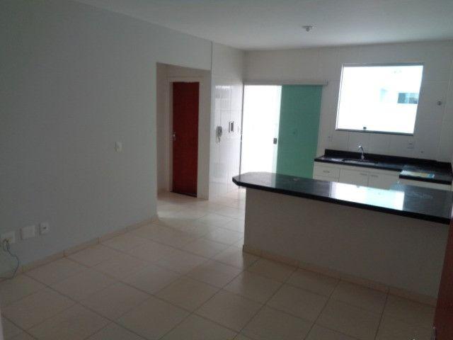 Apartamento com 2 quartos, 60 m², aluguel por R$ 900/mês