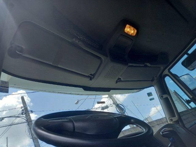 Caminhão 6x4. 274CV. Ano e modelo: 2015. - Foto 4