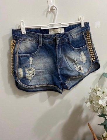 Short jeans lança perfume