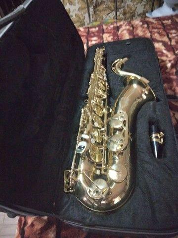 Saxofone semi novo