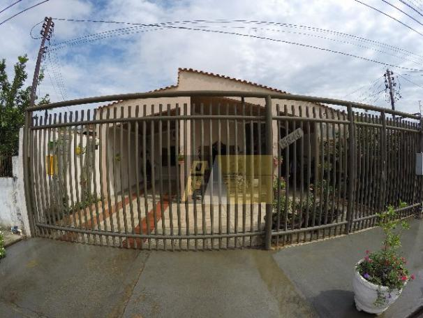 Linda Casa de 3 quartos no Bairro Flodoaldo Pontes Pinto