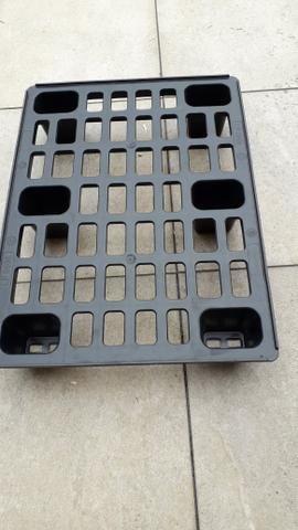 Pallet de plástico 0,80x0,60 R$20reais - Foto 2