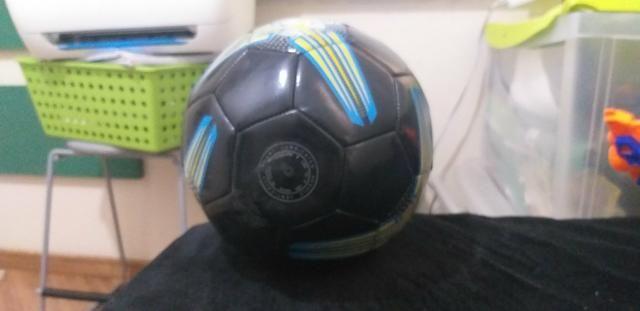 Bola de futebol em perfeito estado