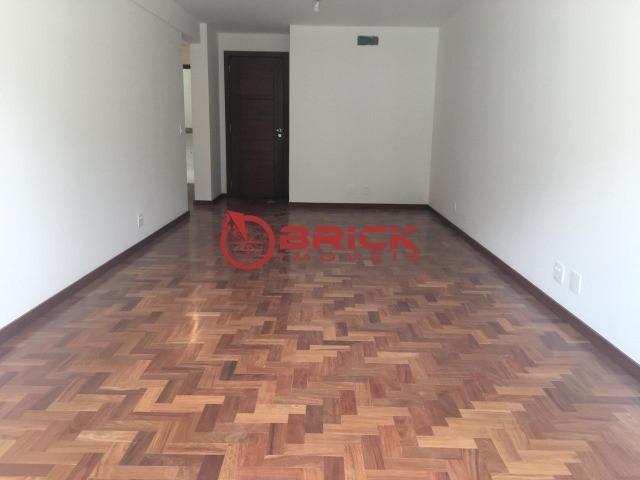 Ótimo apartamento com 3 quartos sendo 1 suíte no bairro Tijuca - Foto 2