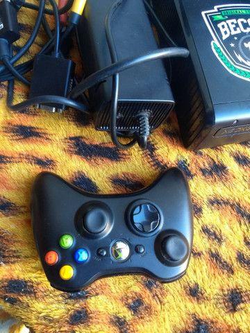 XBOX 360 DESBLOQUEADO COM 1 CONTROLE  1 KINECT  - Foto 2