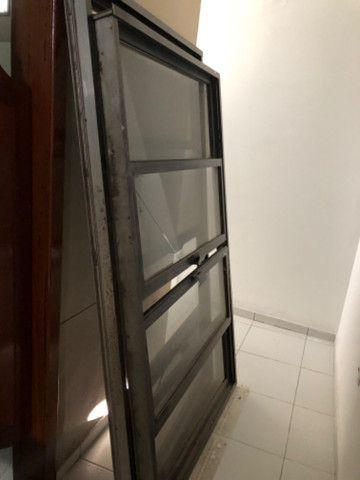 Vendo 5 janelas em alumínio, completas - valor de cada uma - Foto 5