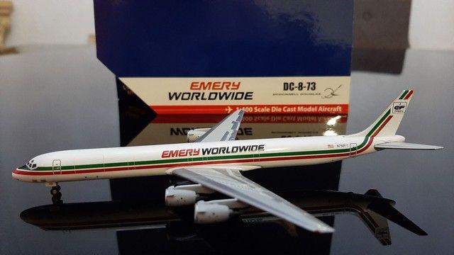 Miniatura avião<br> Emery worldwide <br>escala 1.400 gemini jets