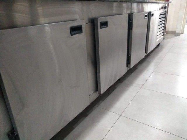 Balcão refrigerado para Montagem de Labches