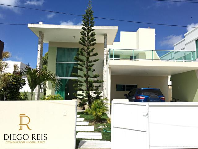 Belíssima Casa em condomínio com 4/4 sendo 3 suítes / Oceanis - prox. da Praia