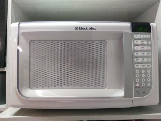 Micro-ondas electrolux 30 L Branco - Foto 2