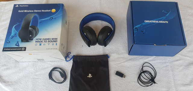 Fone de ouvido PlayStation Gold Wireless Stereo Headset 7.1 para PS4, PS3 e PS Vita.<br>