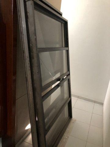 Vendo 5 janelas em alumínio, completas - valor de cada uma - Foto 4