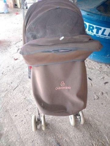 Carrinho de bebê da Galzerano, e uma andadeira