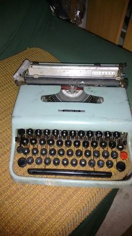 Máquina de escrever letera 22