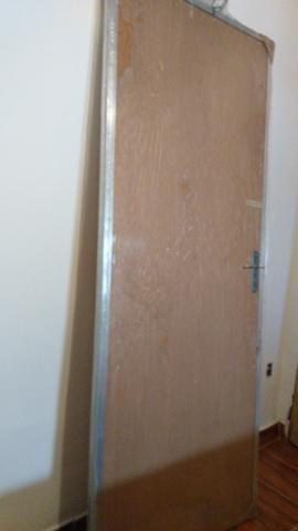 Porta de madeira com portal de alumínio - Foto 5