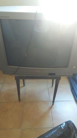 TV de 29 e 14 polegadas para tirar peças e desocupar lugar  - Foto 2