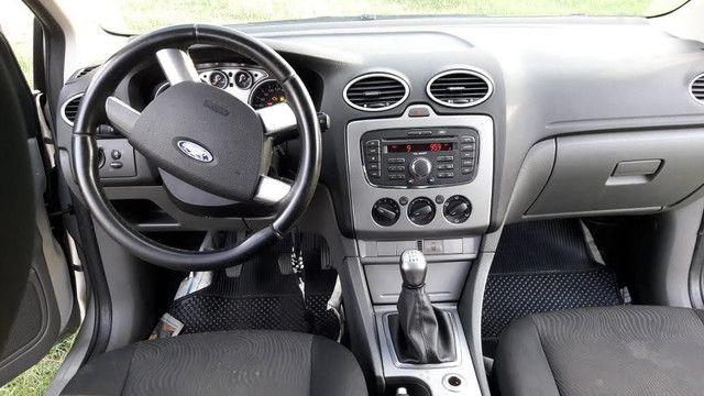 Focus sedan 1.6 8v Flex - Foto 4