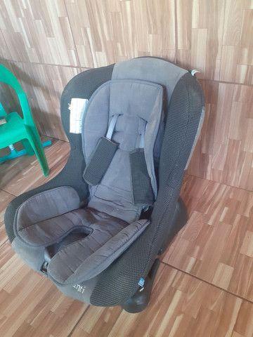Cadeira pra criança de carro.