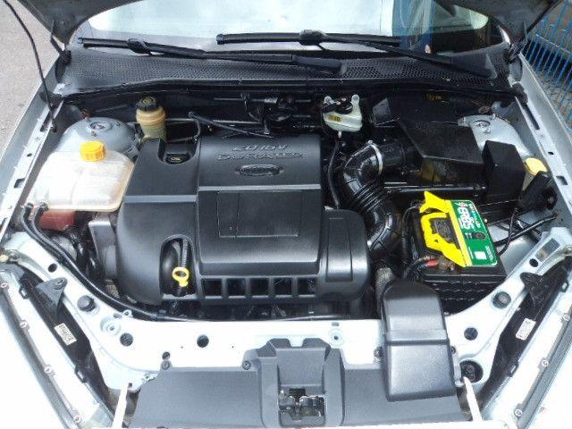 Focus Sedan Ghia 2005 - Foto 15