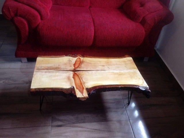 Mesa de centro rústica Nova de madeira maciça e pés de ferro. - Foto 2
