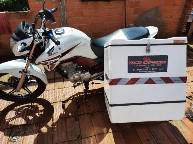 Baú caixa de motoboy bem cuidado