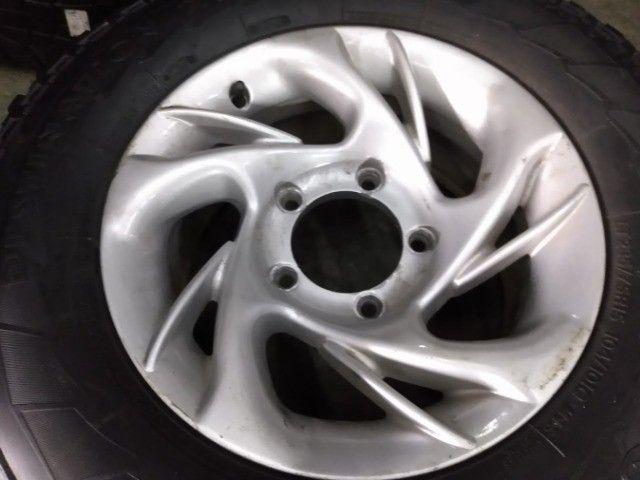 Jogo de rodas + pneus Firestone 235/75R15 para Rural. - Foto 4