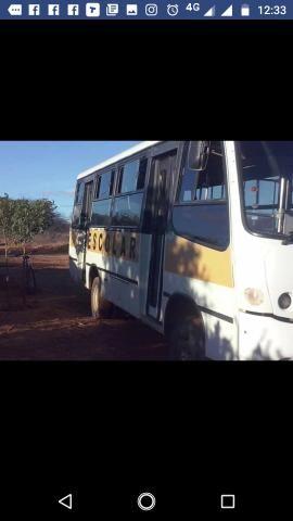 Vende-se um micro-ônibus 2001