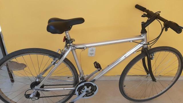 Bicicleta conservada e com nota