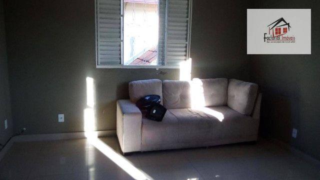 Vendo casa, 5 quartos, 1 suíte, 2 salas, quintal amplo. Bairro Coqueiros - Foto 4